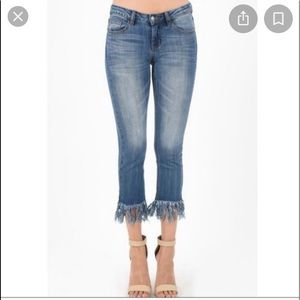 Judy blue denim cropped fit jeans frayed hem